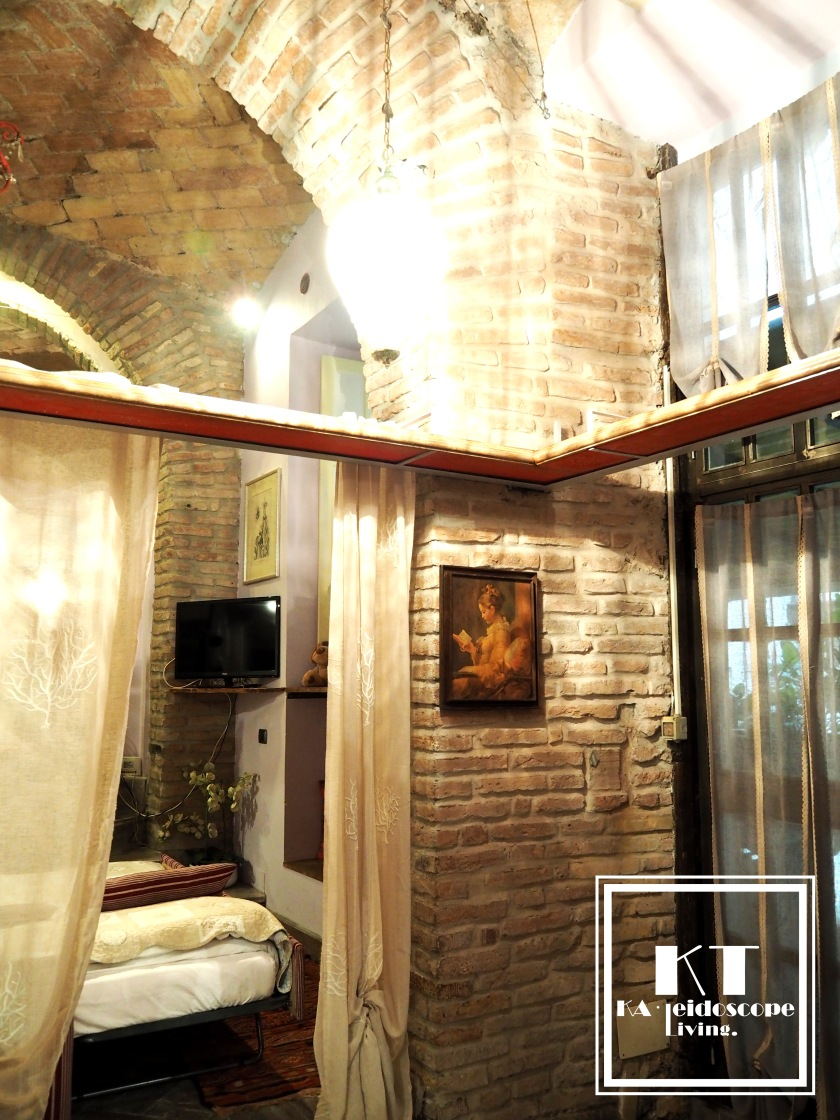 Travel Italy Rome Colosseum Unique Accommodation Airbnb Hotel 15