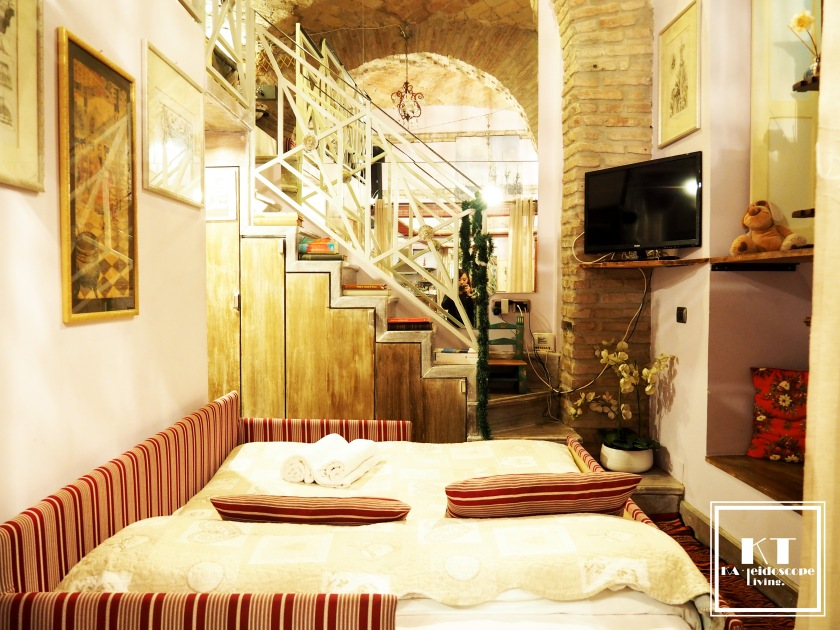 Travel Italy Rome Colosseum Unique Accommodation Airbnb Hotel 12