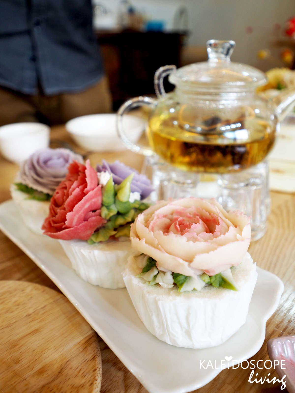 Bloom Your Own Edible Flower Cupcake and Eat It in Seoul!