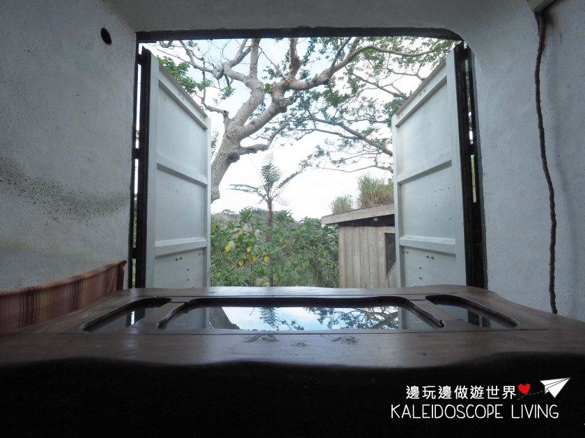 Travel_Japan_Okinawa_Beach_Rock_Village_Cafe_Forest_Tree_House